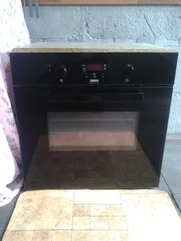 Электрический духовой шкаф Zanussi ZOB 35712 BK