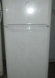 Двухкамерный холодильник Indesit T14R